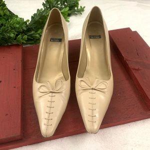 Stuart Weitzman pump heels w/lace up bow Sz 8.5